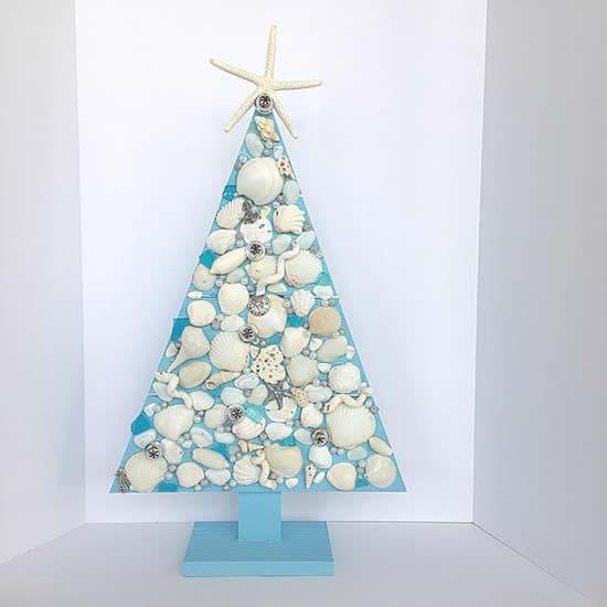 Árvore de Natal com conchas