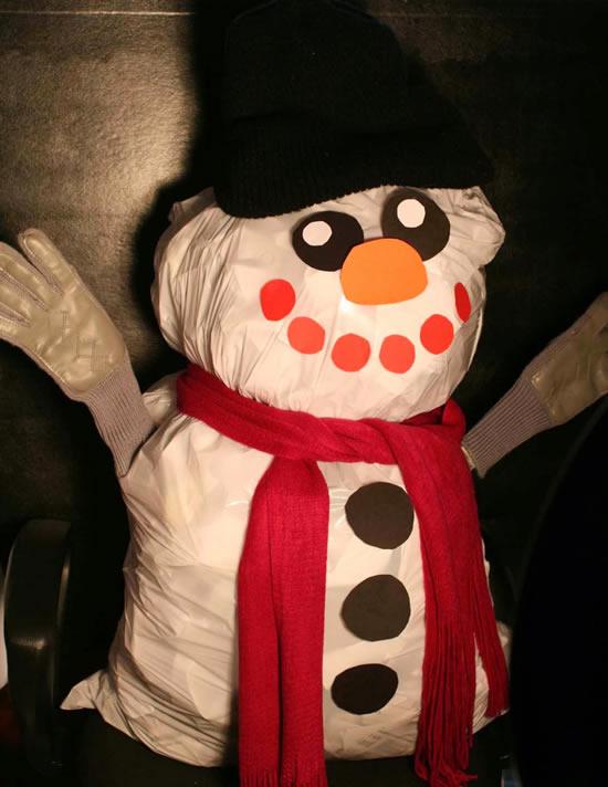 Com reciclagem faça um lindo boneco de neve