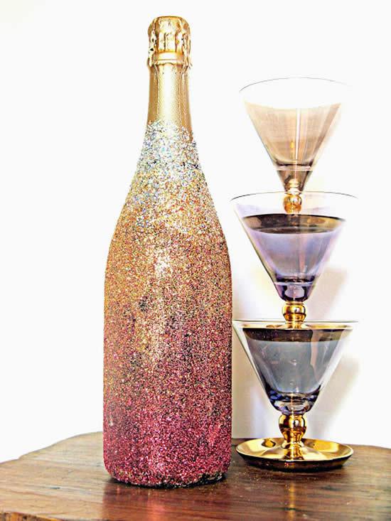 Decoração com glitter e garrafa de vidro