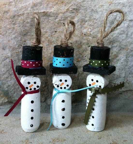 Bonecos de neve com rolhas