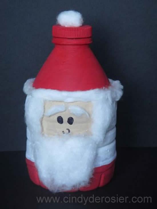 Papai Noel de enfeite com garrafa PET