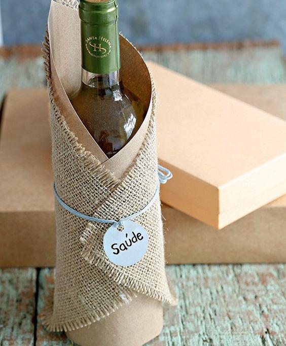 embalagem de vinho com juta