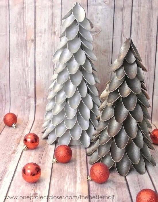 Arvorezinha de Natal com colheres de plástico