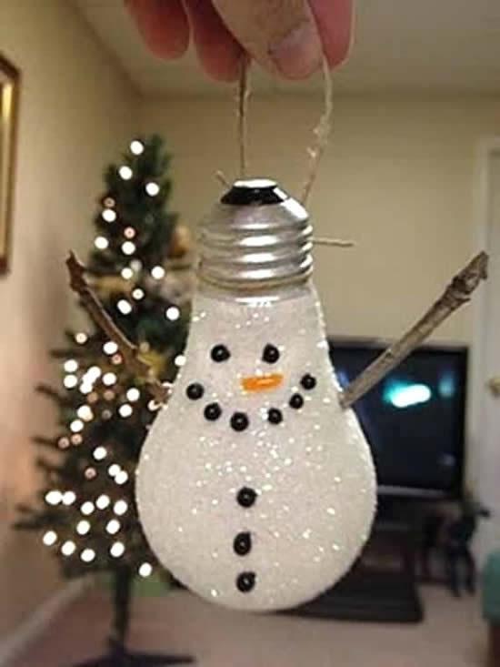 Decoração de Natal com lâmpada velha