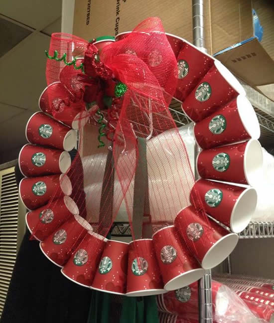 Guirlanda de Natal com reciclagem de copos