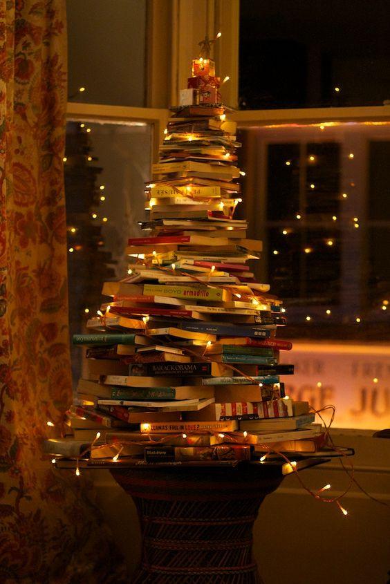 árvore de natal com livros