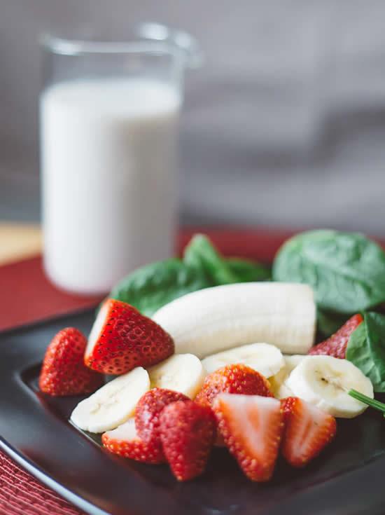 Como fazer vitamina de banana e morango