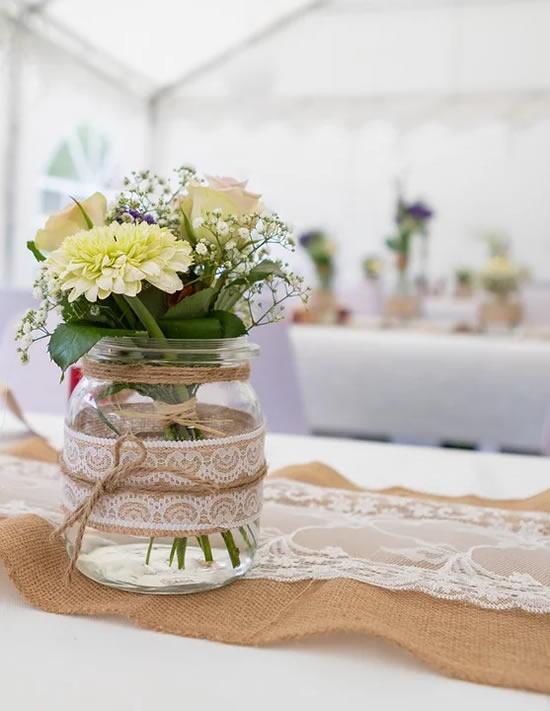 Enfeites para casamento com potes de vidro
