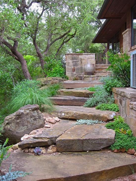 Escada com pedra para jardim