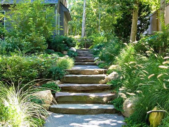 Escada perfeita com pedras
