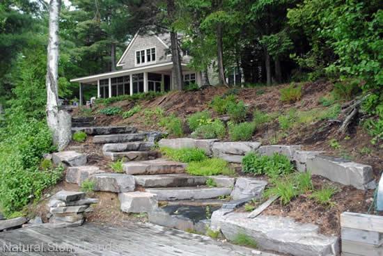 Escada com pedra no jardim