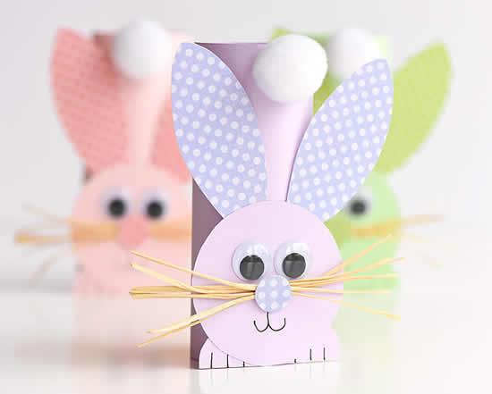 Coelhinhos de papel com rolos de papelão