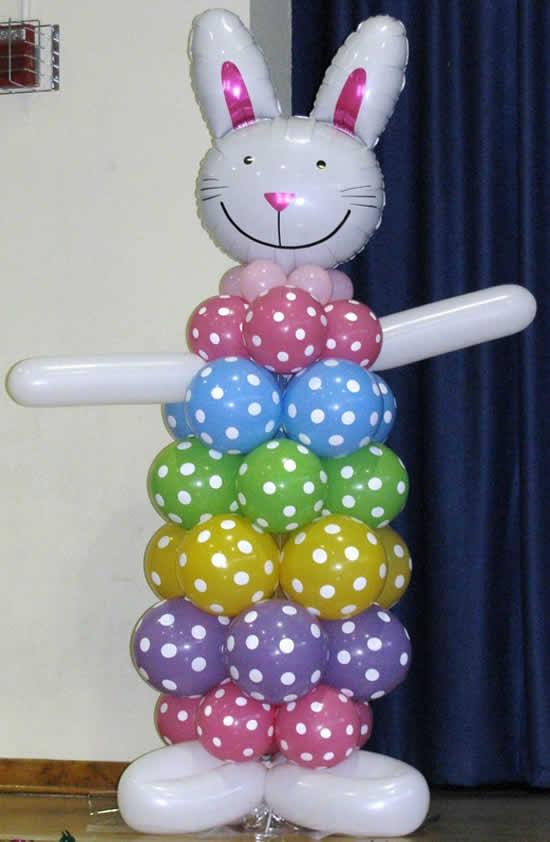Coelhinho com balões para Páscoa