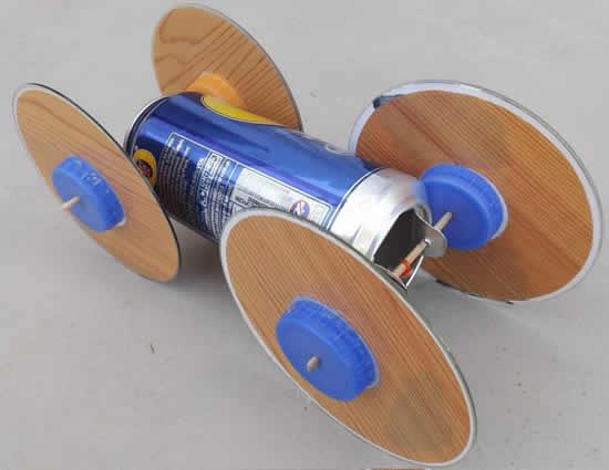 Brinquedo criativo com lata