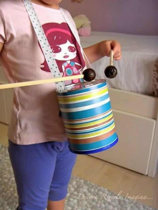 Brinquedos com latas