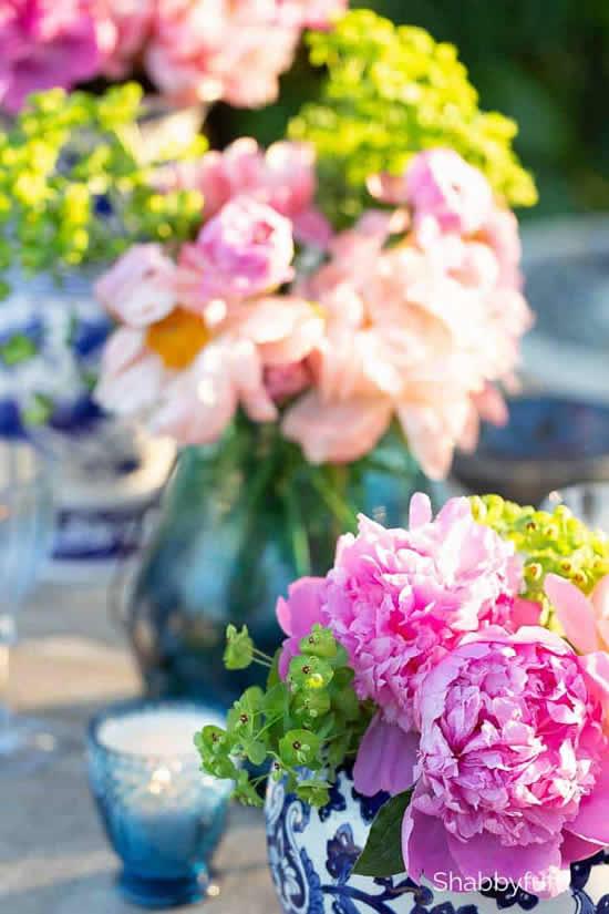 Decoração com arranjos de flores para Páscoa