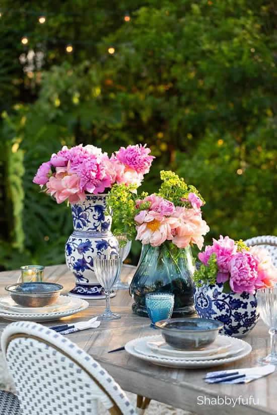 Arranjo de flores para decorar mesa de Páscoa