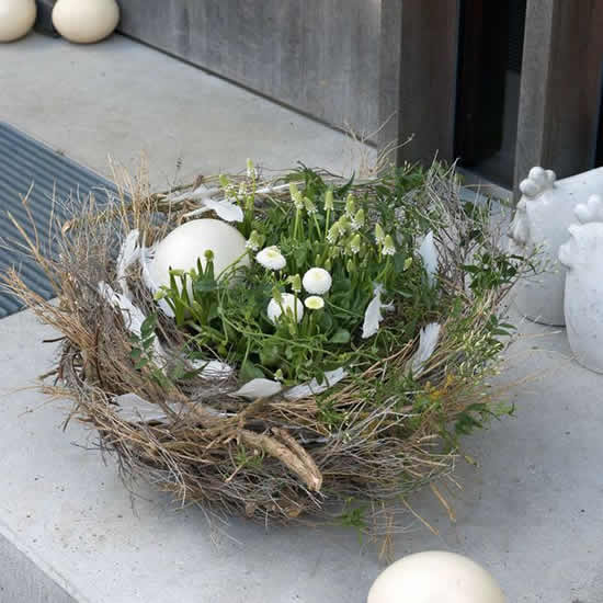 Ninho com galhos para decoração de Páscoa