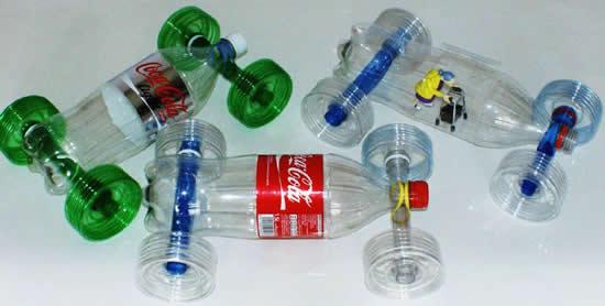 Carrinho reciclado com garrafa PET