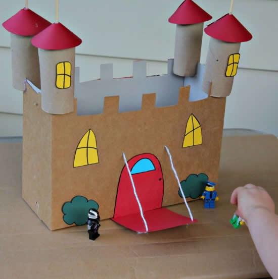 Castelo com caixa de papelão