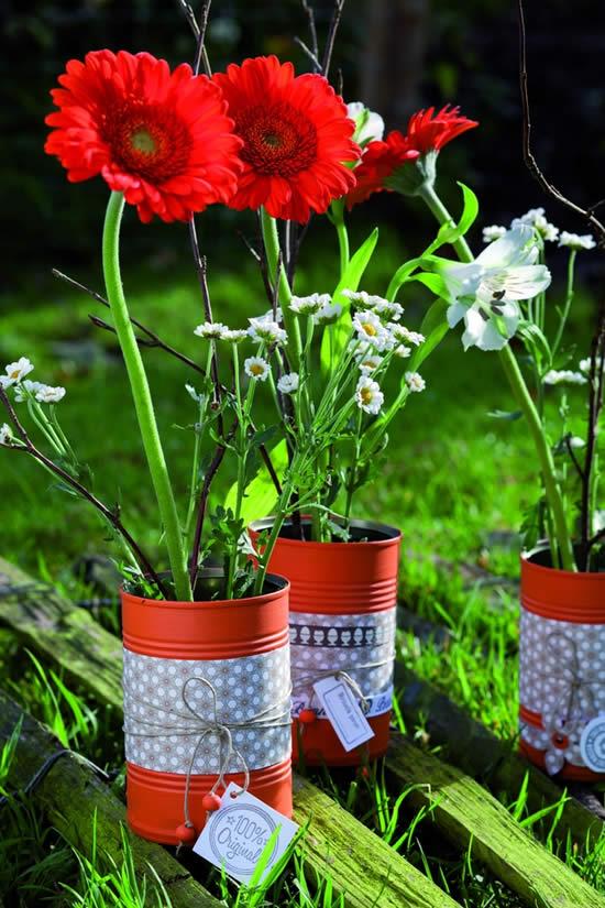 Arranjos florais com lata de leite