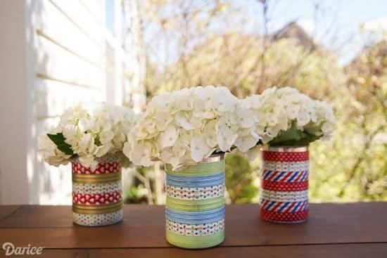 Arranjos de flores com lata de leite