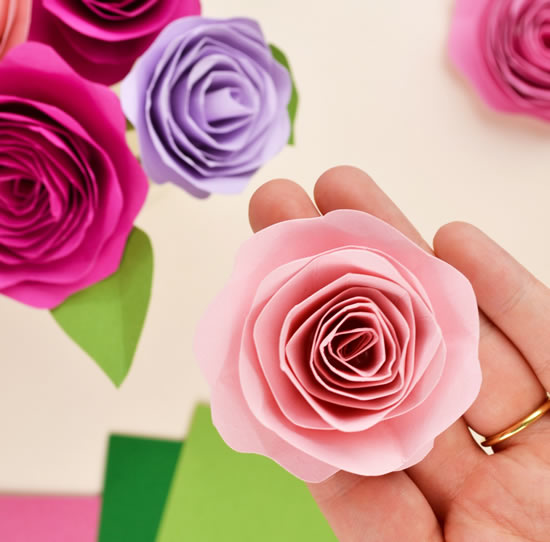 Faça lindas flores de papel