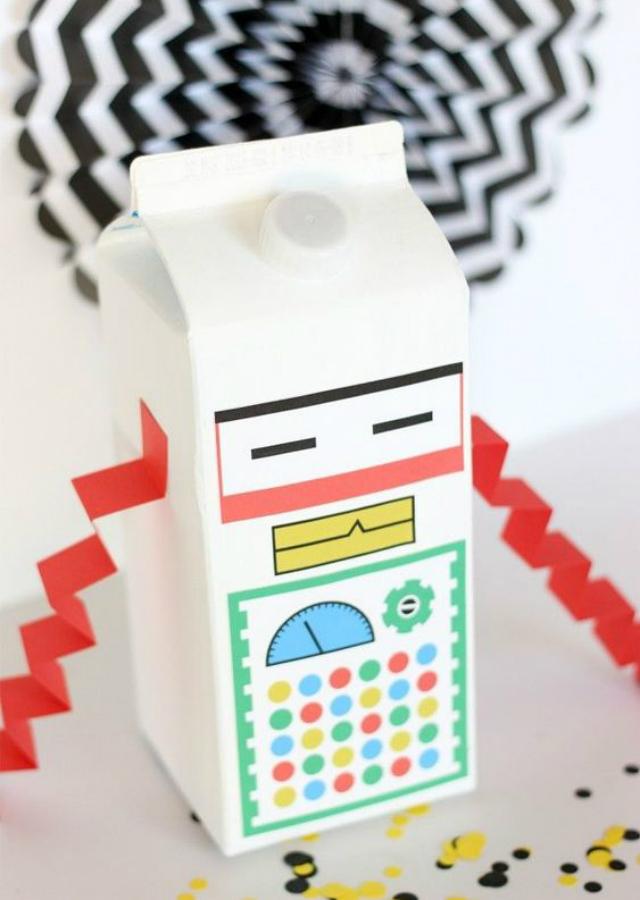 Brinquedos com caixa de leite reciclada