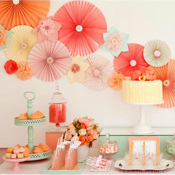 decoração com flores laranjas