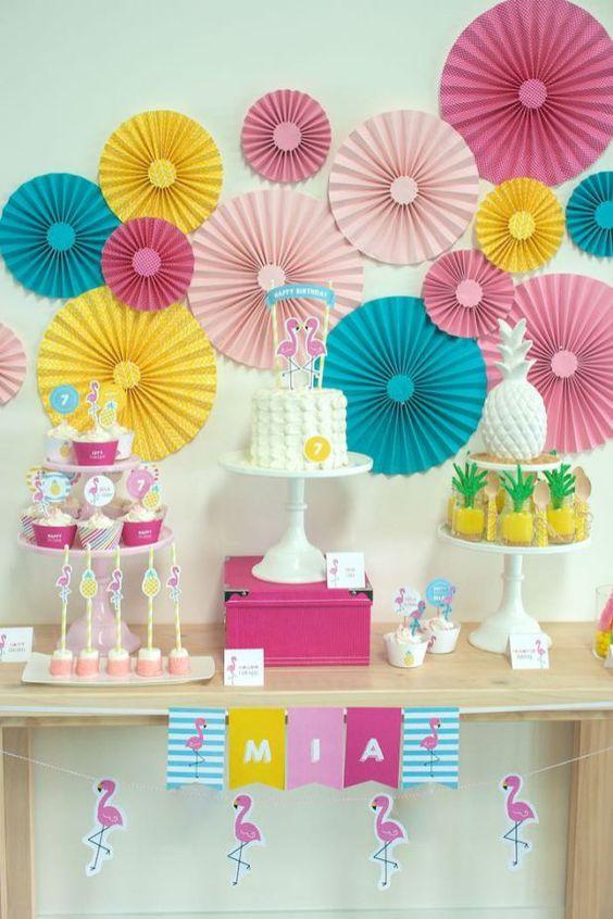 festa flamingo com flores de papel