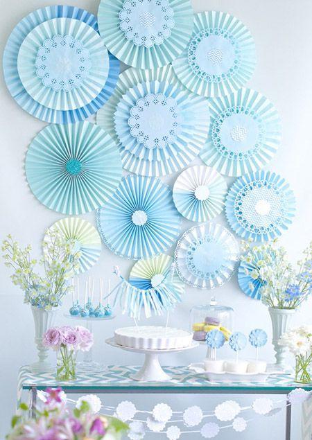 rosetas de papel azuis