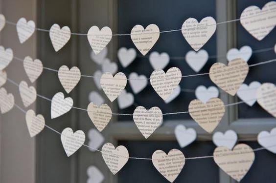 corações com papel d elivro