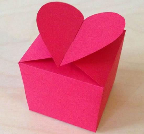 Caixinha com coração de papel