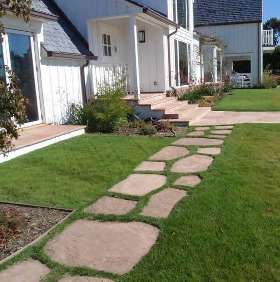 Caminho de jardim com pedras