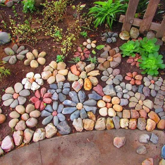 Paisagismo com seixos no jardim