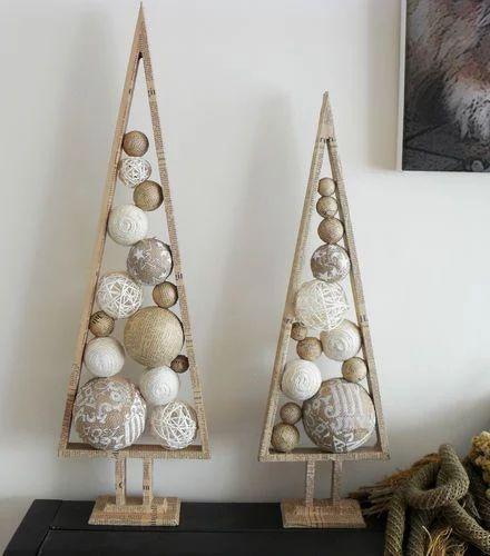 árvore de natal triangular em madeira