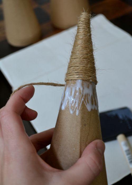 colando barbante no cone de papel