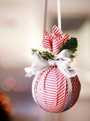 Bola de natal com isopor e tecido