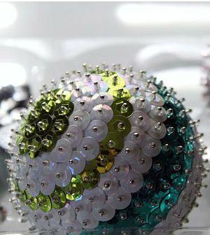 Bola de natal com pins