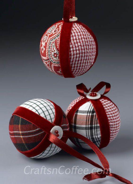 Bola de natal com tecido e bola de isopor