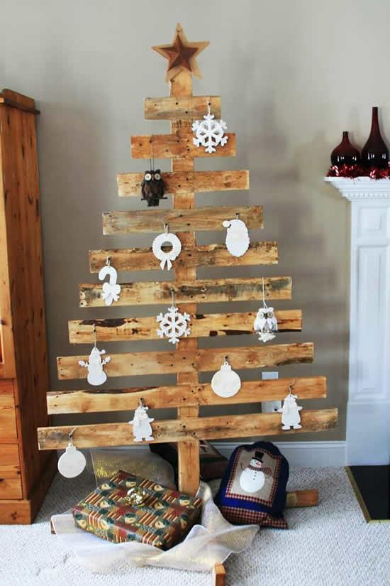 Linda Árvore de Natal com pallets