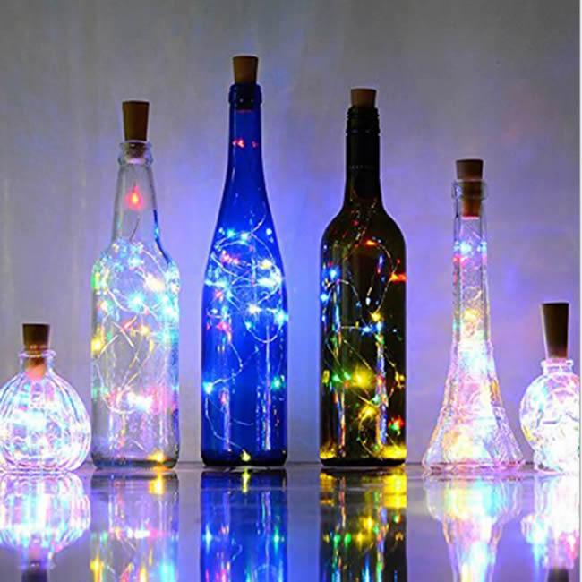 Enfeites criativos com garrafas de vidro e pisca-pisca