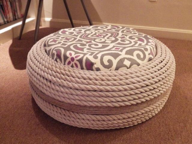 puff de pneu com corda e almofada