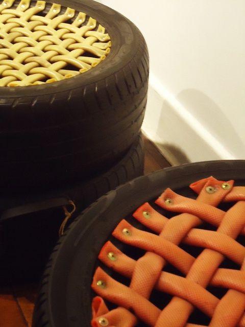 puff de pneu com tiras de borracha trançadas