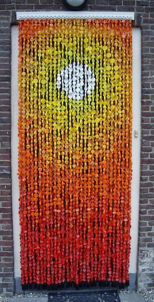 cortina com tampinhas de garrafa pet