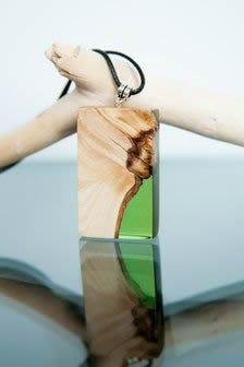 Como fazer colar de resina e madeira