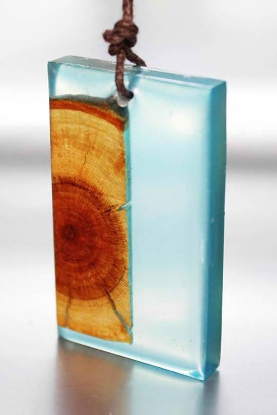 Como fazer colar de resina e madeira (9)