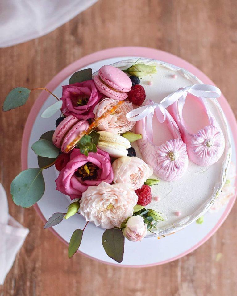 lindo bolo com flores
