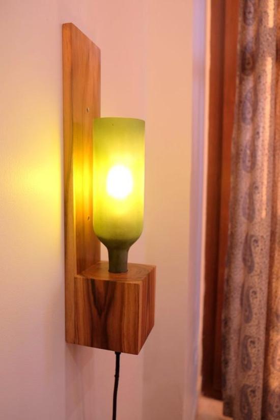 luminária de pallet com garrafa