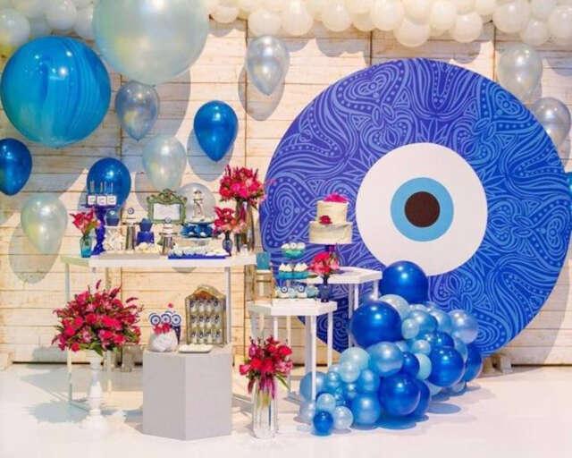 Festa tema Olho Grego decoração do ambiente bolos e balões